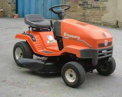 Husqvarna Lt100 Ride On Mower Good Condtion 10hp Briggs