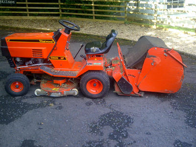 Westwood T1400 Ride On Lawn Mower With Cutter Deck And