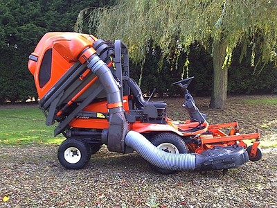 Kubota 3060 Outfront High Tip Collector Diesel Ride On