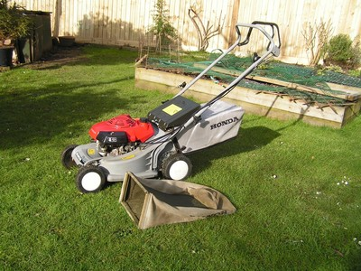 honda hrb 423 push mower very good condition lovely. Black Bedroom Furniture Sets. Home Design Ideas