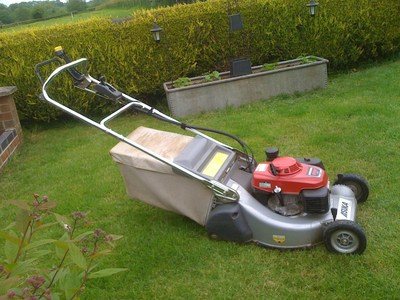 Honda Asuka 21 Self Propelled Lawn Mower With Rear Roller