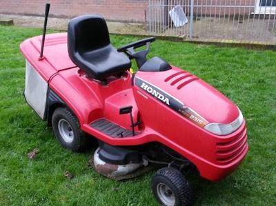 honda   twin hydrostatic ride  mower  cut petrol lawnmowers shop