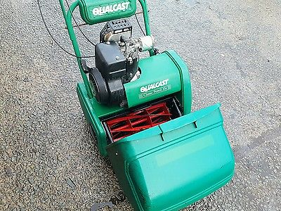 Qualcast Classic 35s Self Propelled Petrol Cylinder Mower